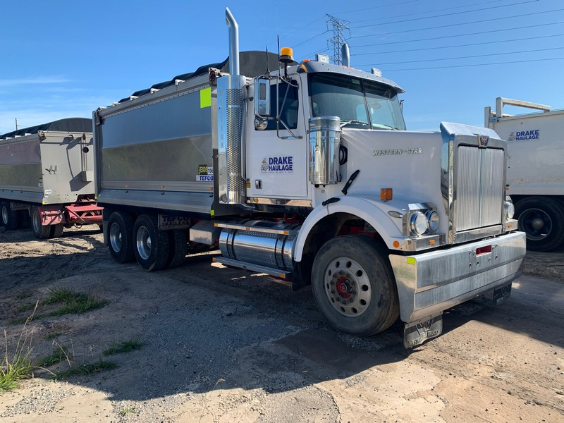 """<span style='color:inherit;font-size:30px;line-height: 1.1;font-weight: bold;'></noscript>ENDED: Live Online Auction: R.F Drake Holdings Pty Ltd trading as """"Drake Haulage""""</span> </br> <span style='color:inherit;font-size:20px;line-height: 1.2;font-weight: bold;'>Closing Down Sale - Large Haulage Fleet and Plant & Equipment</span>"""